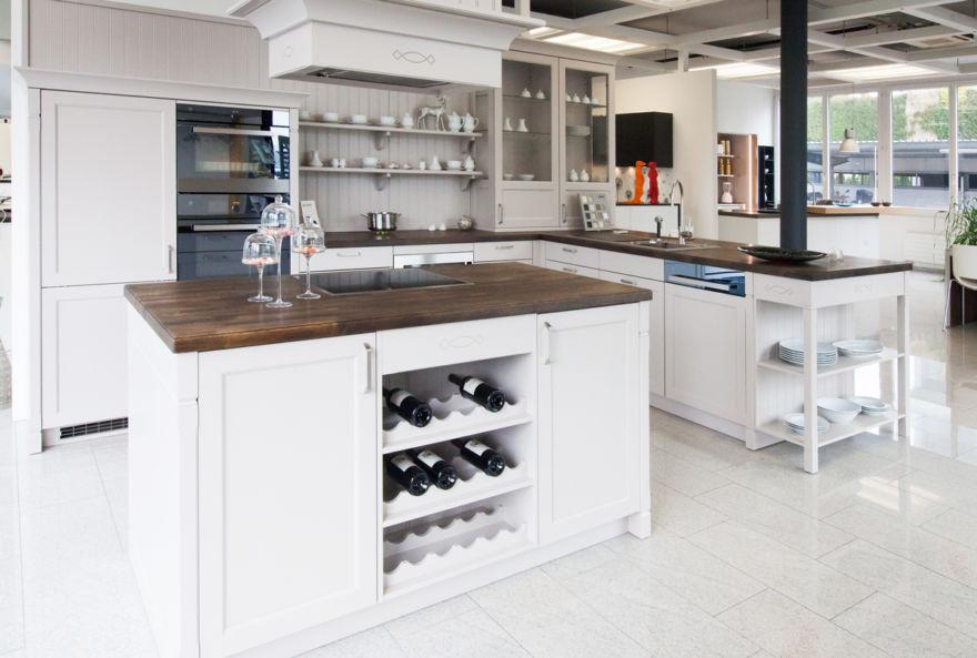 Und im dialog mit unserem team von küchenplanern erleben sie 11 wie ihre eigene küche später aussehen kann impressum werder küchen ag